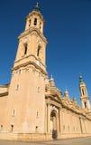 EL principal Pilar Zaragoza de la Basílica-catedral de la torre Imagen de archivo libre de regalías