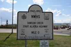 El principio de la carretera de Alaska en Dawson Creek Imágenes de archivo libres de regalías