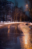 El principio del invierno en la ciudad imágenes de archivo libres de regalías