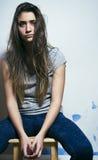 El problema depressioned adolescente con el pelo ensuciado y la cara triste, desperdicios Imágenes de archivo libres de regalías