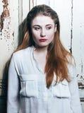El problema depressioned adolescente con el pelo ensuciado y la cara triste, reales Fotos de archivo