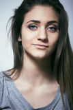 El problema depressioned adolescente con el pelo ensuciado y la cara triste, reales Fotos de archivo libres de regalías