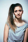 El problema depressioned adolescente con el pelo ensuciado y la cara triste, reales Imagen de archivo libre de regalías