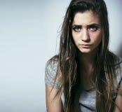 El problema depressioned adolescente con el pelo ensuciado y la cara triste, reales Imágenes de archivo libres de regalías