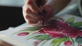 El proceso de crear una impresión floral, dibuja una peonía Modelo de flor almacen de metraje de vídeo
