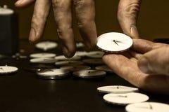 El proceso de los relojes mecánicos de la reparación Foto de archivo