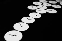 El proceso de los relojes mecánicos de la reparación Fotos de archivo libres de regalías