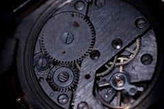 El proceso de los relojes mecánicos de la reparación Fotografía de archivo