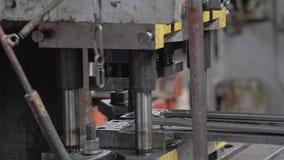 El proceso del mecanismo del hidráulico clava una empresa industrial Primer del mecanismo en la alta resolución almacen de metraje de vídeo