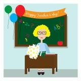 El profesor en la sala de clase que se sienta con las flores cerca de la pizarra Tarjeta para el día del profesor s o el día del  Fotos de archivo