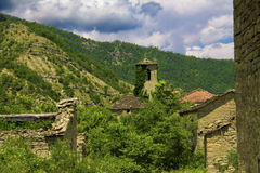 El pueblo abandonado en las montañas Fotografía de archivo