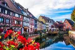 El pueblo colorido de Colmar, Alsacia en Francia Imagen de archivo