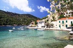 El pueblo de Assos en la isla de Cephalonia Foto de archivo