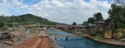 El pueblo de Bukit Lawang en Sumatra, Indonesia Imagen de archivo