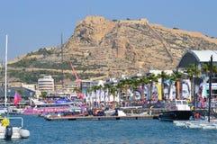 El pueblo de la raza del océano de Volvo en Alicante antes del inicio de la raza en octubre de 2014 Imagen de archivo libre de regalías