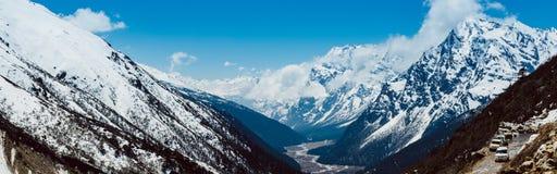 El pueblo de monta?a por la ma?ana con luz del sol en Lachen en Sikkim del norte imagen de archivo libre de regalías