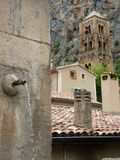 El pueblo de Moustiers-Sainte-Marie, Francia, Europa imágenes de archivo libres de regalías