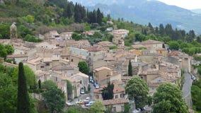 El pueblo de Moustiers-Sainte-Marie, Francia, Europa imagen de archivo