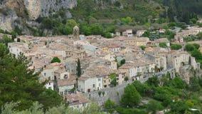 El pueblo de Moustiers-Sainte-Marie, Francia, Europa foto de archivo libre de regalías