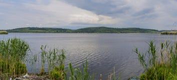 El pueblo de Srebarna es 15 kilómetros lejos al oeste de la ciudad del distrito de Silistra, en la orilla occidental del lago Sre fotos de archivo