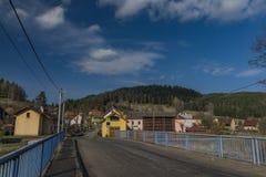 El pueblo de Teplicka cerca de Karlovy varía el balneario grande imagen de archivo libre de regalías