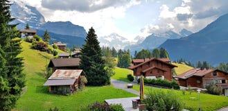 El pueblo de Wengen, Suiza D?a asoleado del verano fotos de archivo libres de regalías
