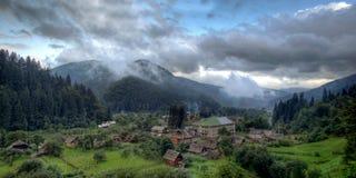 El pueblo en las montañas fotos de archivo libres de regalías