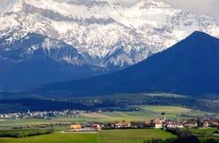 El pueblo en las montañas francesas Foto de archivo