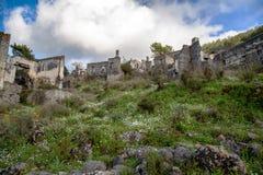 El pueblo griego abandonado de Kayakoy, Fethiye, Turqu?a imagenes de archivo
