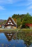 El pueblo histórico de Shirakawa-va en otoño Imagen de archivo libre de regalías
