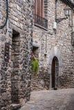 El pueblo medieval de Torla en los pyrinees de España de Aragón Foto de archivo