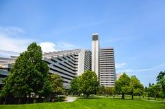 El pueblo olímpico es una estructura de la gemelo-torre en Montreal fotos de archivo