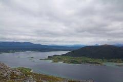 El pueblo por el fiordo Fotografía de archivo
