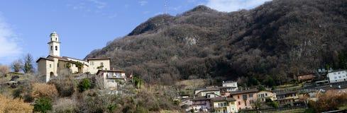 El pueblo rural de Carabbia, Suiza Imágenes de archivo libres de regalías