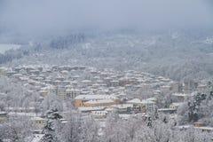 El pueblo Tryavna en invierno fotos de archivo libres de regalías