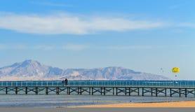 El puente al mar Fotos de archivo libres de regalías