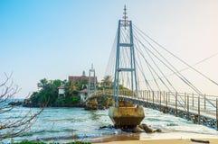 El puente al templo de Parey Dewa en Matara Foto de archivo libre de regalías