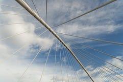 El puente alinea geometría abstracta del cielo Imagen de archivo libre de regalías