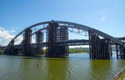 El puente bajo panorama de la construcción Fotografía de archivo libre de regalías