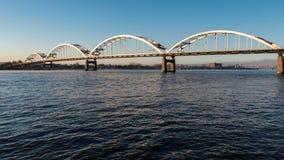El puente centenario cruza el río Misisipi imágenes de archivo libres de regalías
