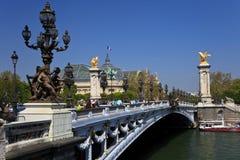 El puente de Alexander III en París, Francia. Foto de archivo