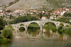 El puente de Arslanagic, Trebinje, Bosnia Foto de archivo