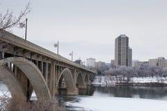 El puente de Broadway en invierno Imágenes de archivo libres de regalías