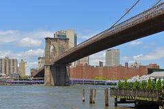 El puente de Brooklyn 1883, híbrido cable-permanecía/puente colgante en New York City Conecta ciudades de Manhattan y de Brooklyn fotos de archivo libres de regalías