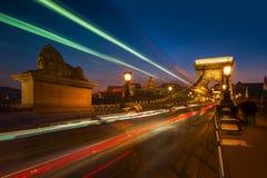 El puente de cadena de Széchenyi en Budapest, Hungría Fotos de archivo