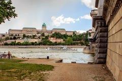 El puente de cadena en Budapest, Hungría Imagen de archivo