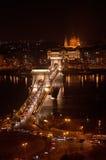El puente de cadena en Budapest, Hungría Foto de archivo