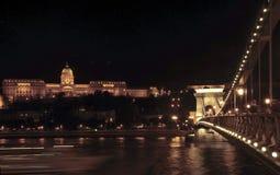 El puente de cadena de Széchenyi de Budapest fotos de archivo