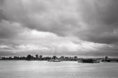 El puente de flotación se abre. Imagen de archivo