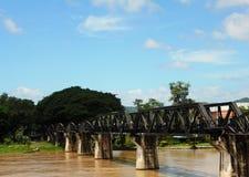 El puente de Kwai del río es un puente histórico en la guerra mundial 2 Imagenes de archivo